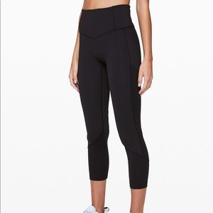 Lululemon | all the right places crop